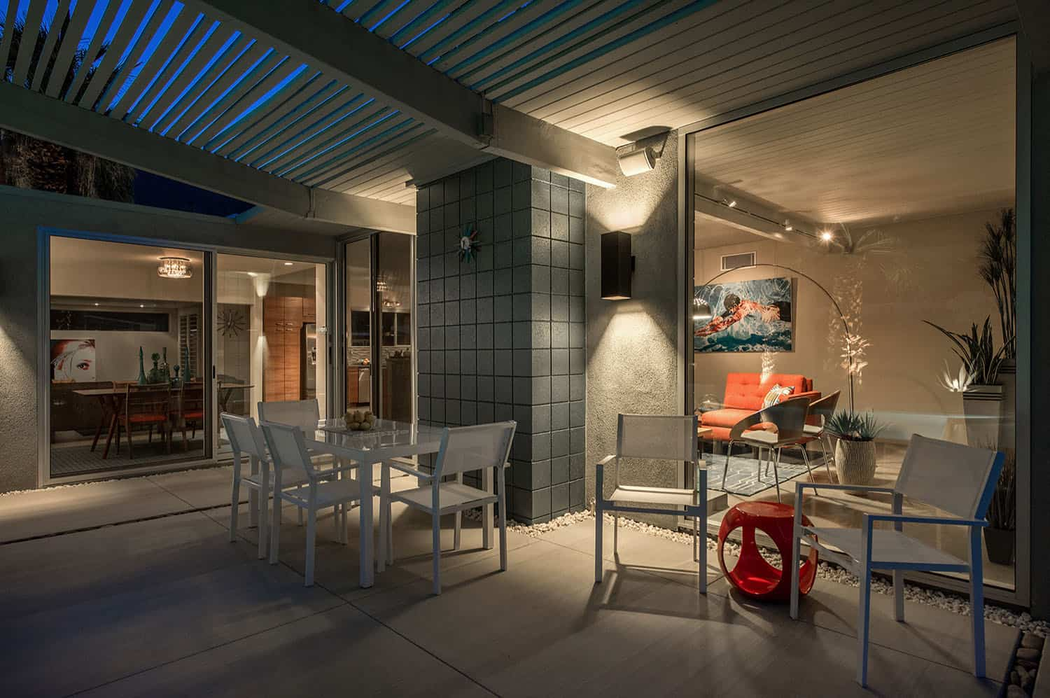 midcentury-patio-outdoor-dining-night