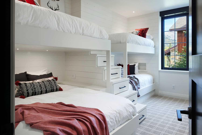 rustic-barn-style-bunk-bedroom