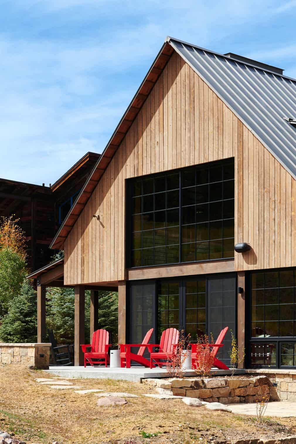rustic-barn-style-patio