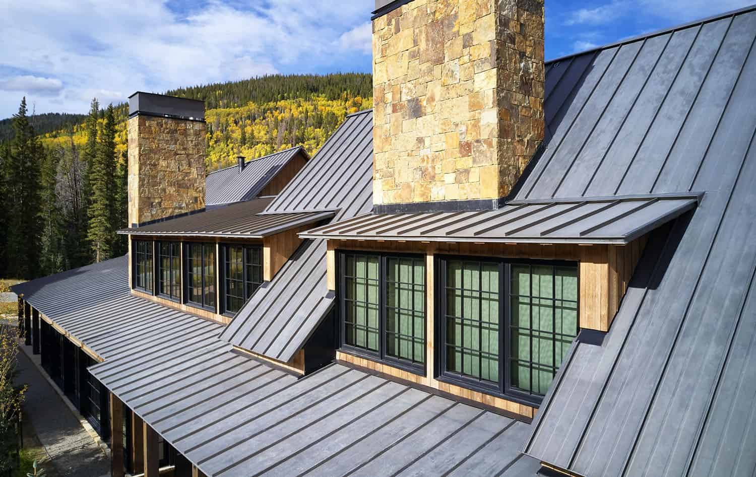 rustic-barn-style-exterior-roof-detail