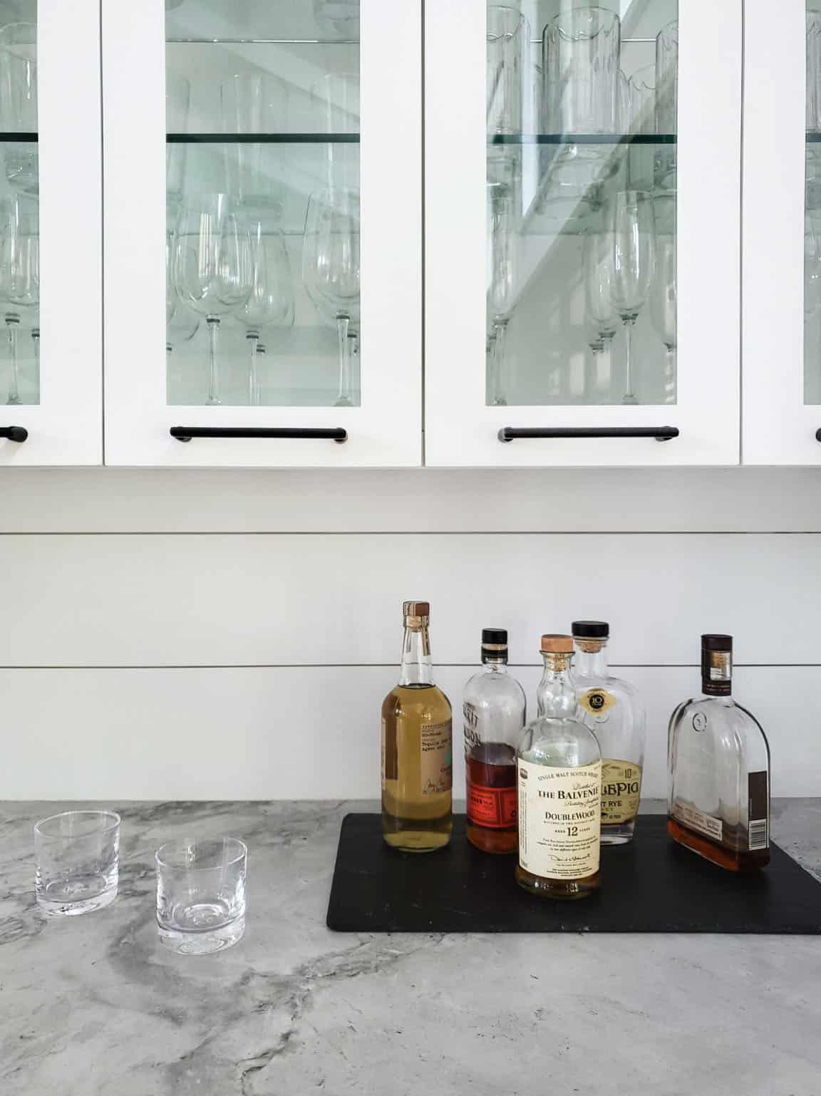 modern-farmhouse-kitchen-countertop-bar
