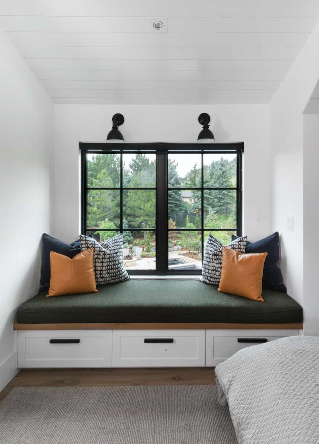 modern-farmhouse-bedroom-window-seat