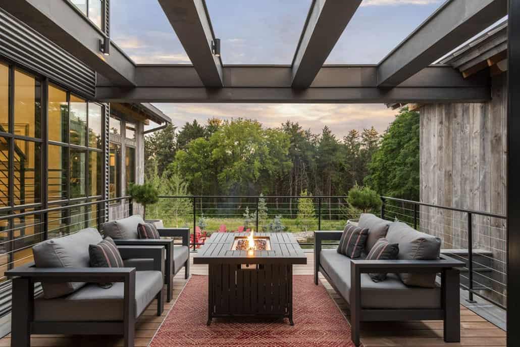 rustic-contemporary-home-balcony