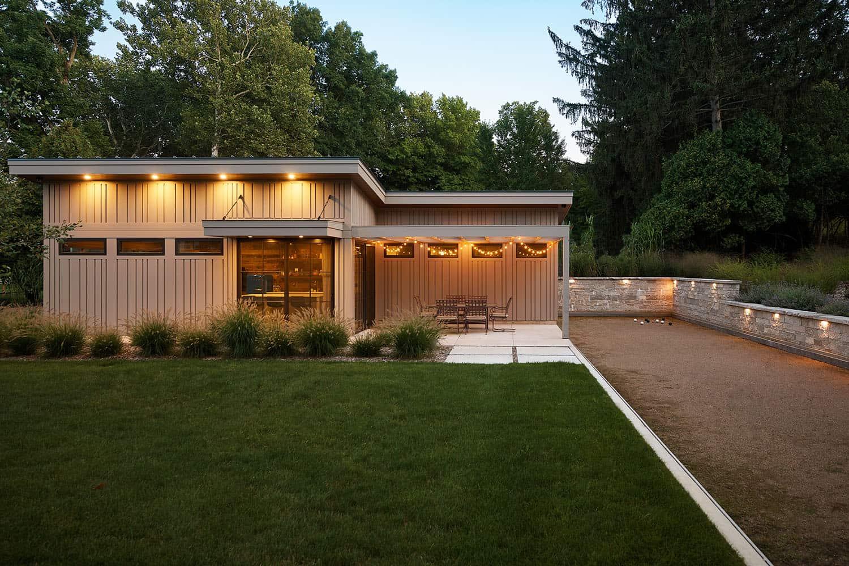 modern-lake-house-exterior