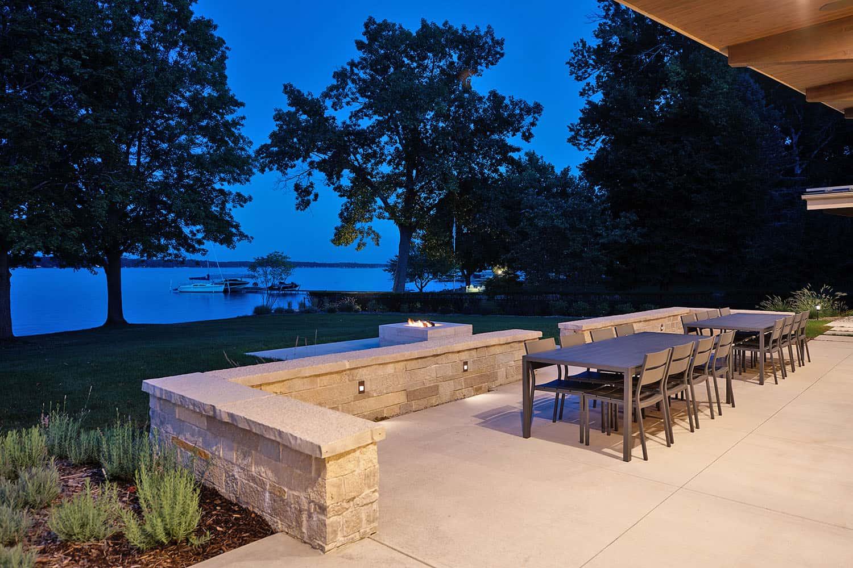 modern-lake-house-patio