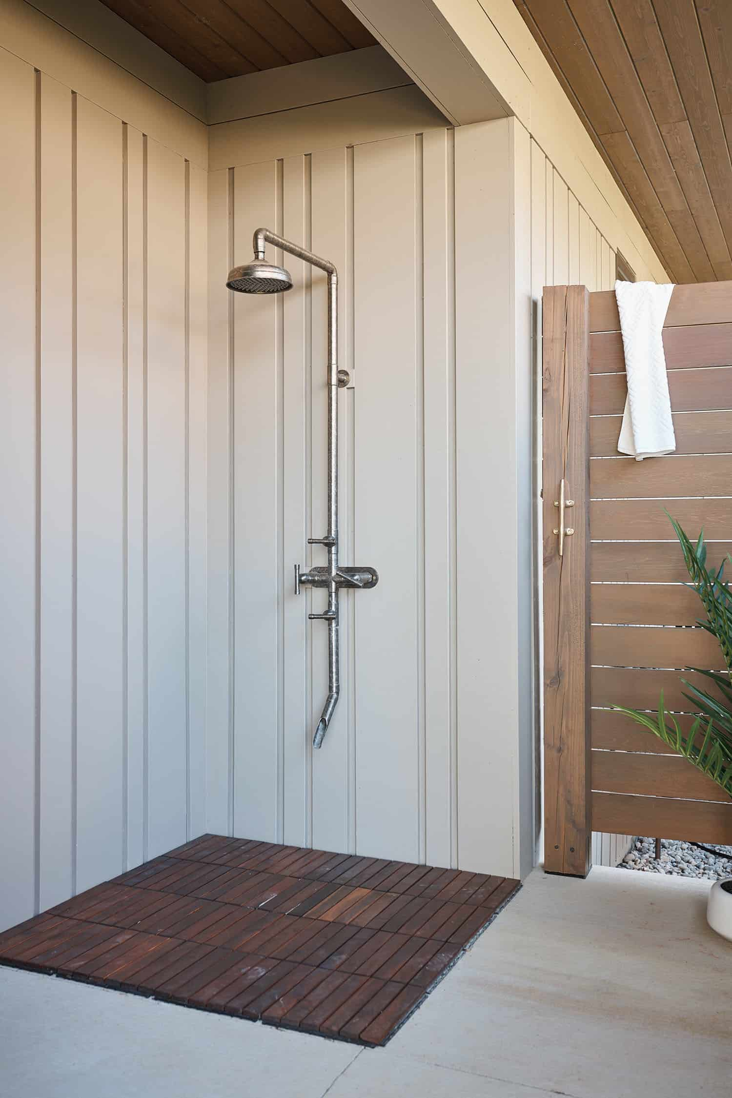 modern-lake-house-outdoor-shower