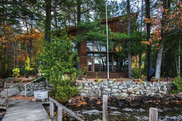 featured posts image for Glass lake house provides ultimate getaway in the Adirondack Mountains