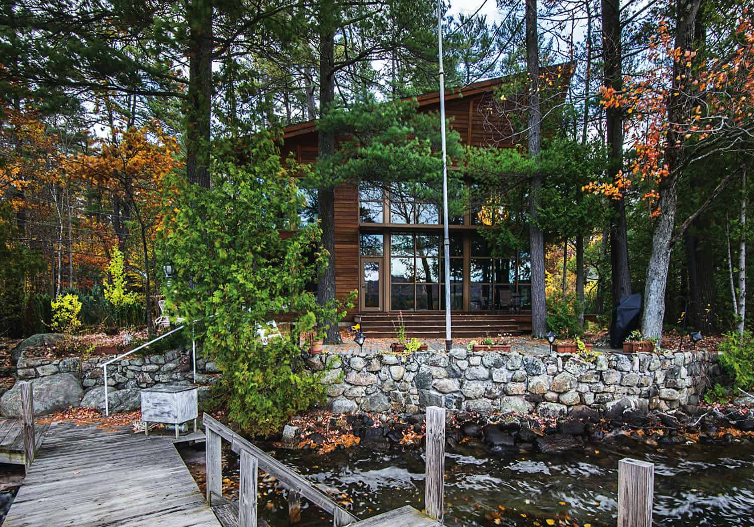 Glass lake house provides ultimate getaway in the Adirondack Mountains