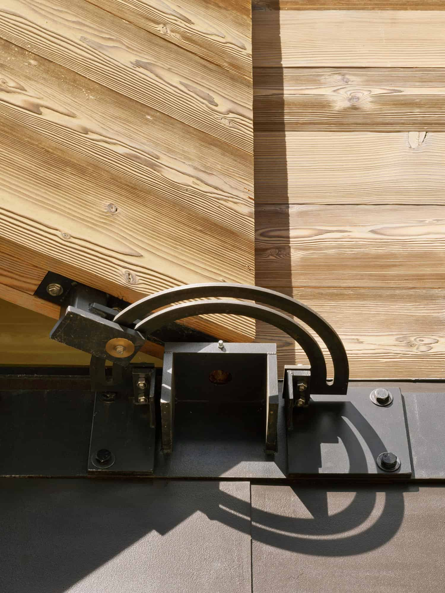 operable-pulley-system-for-wood-shutters