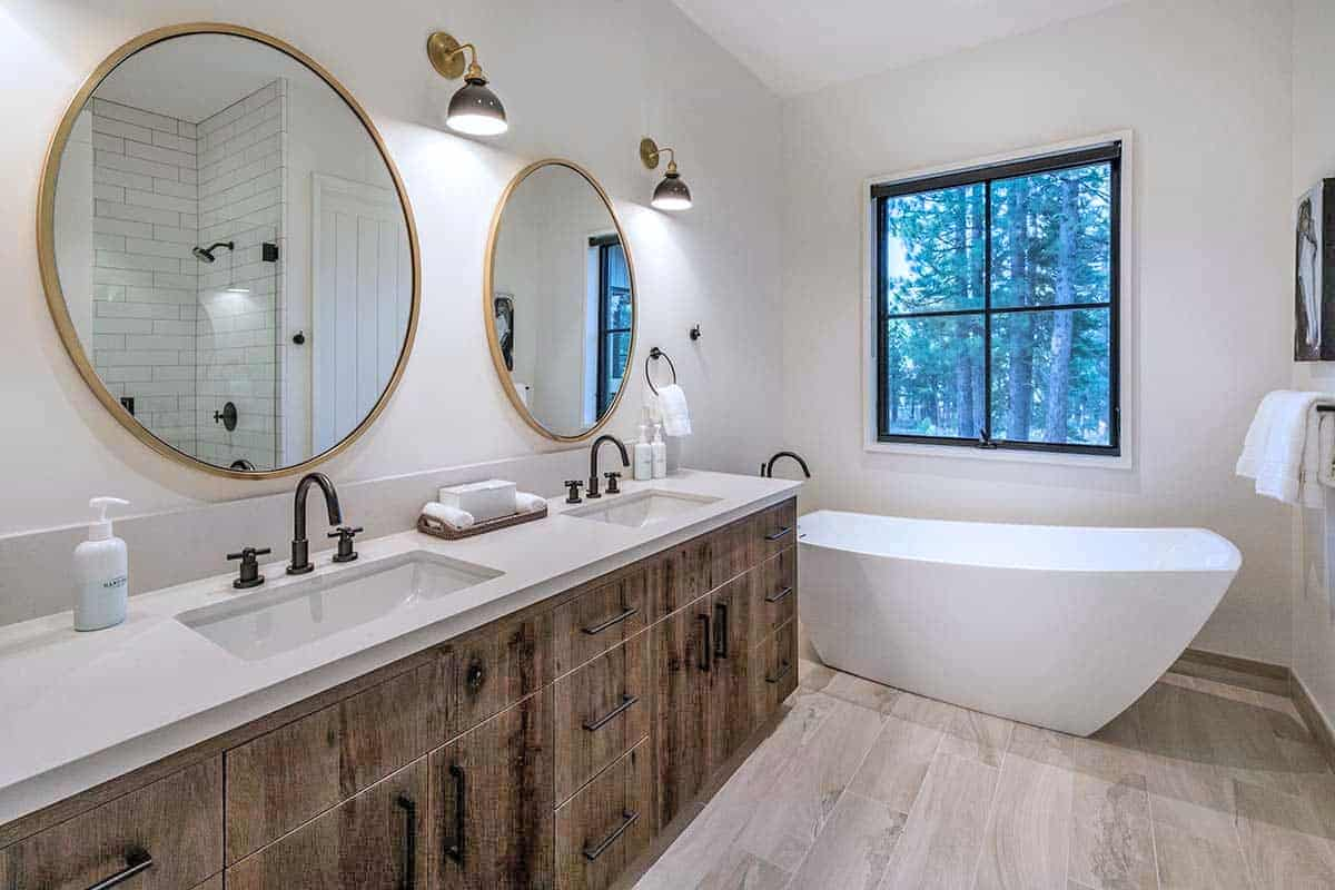 mountain-contemporary-farmhouse-bathroom