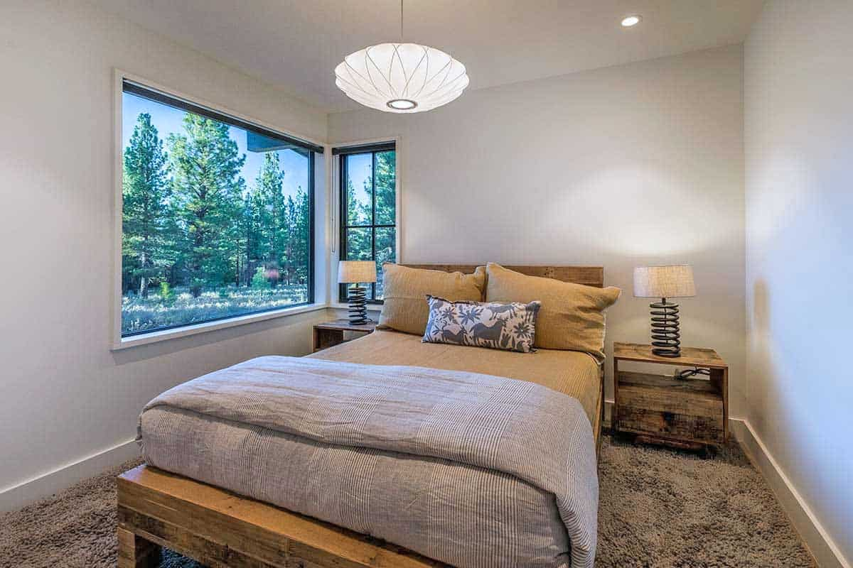 mountain-contemporary-farmhouse-bedroom