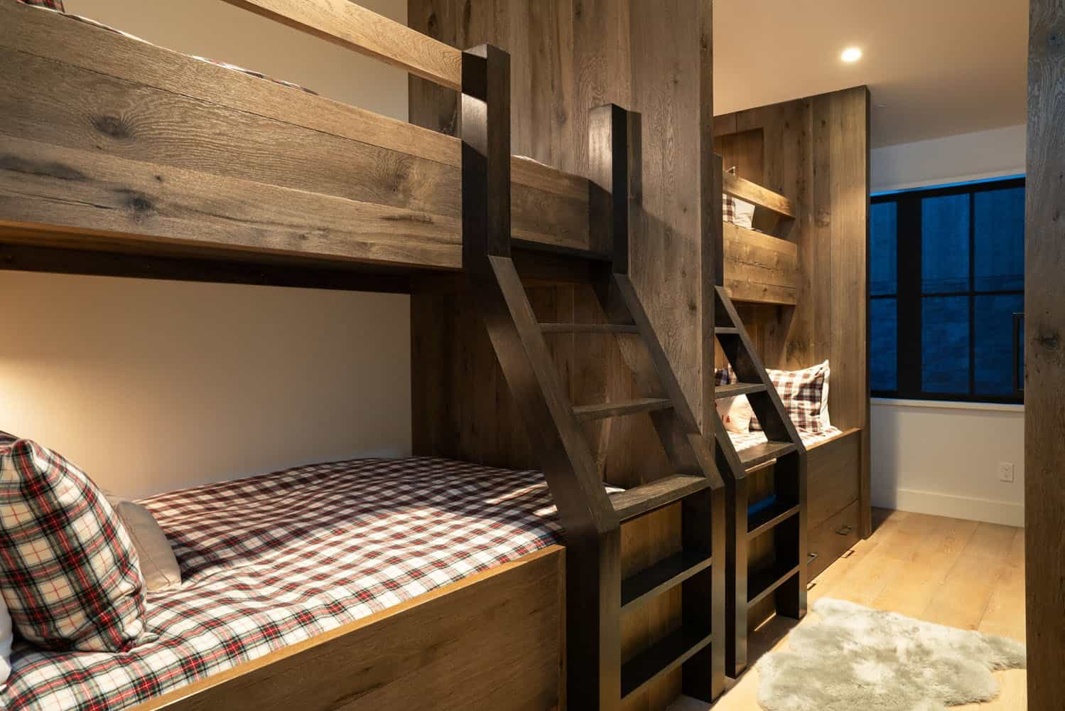 mountain-contemporary-farmhouse-bunk-bedroom