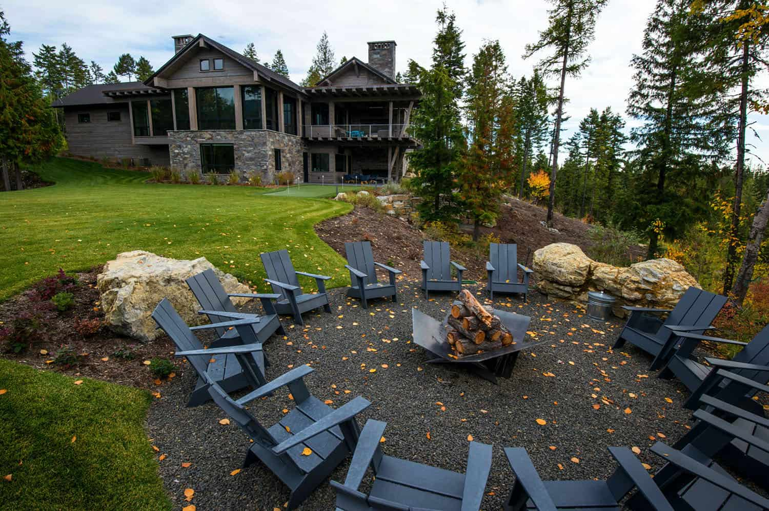 mountain-modern-rustic-home-outdoor-fire-pit