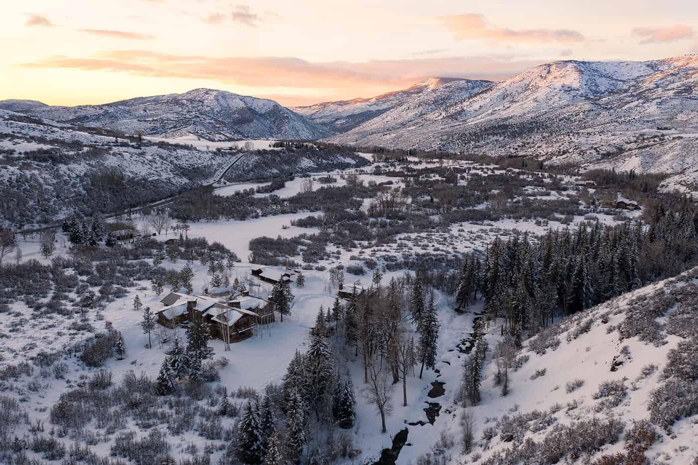 mountain-ranch-house-landscape