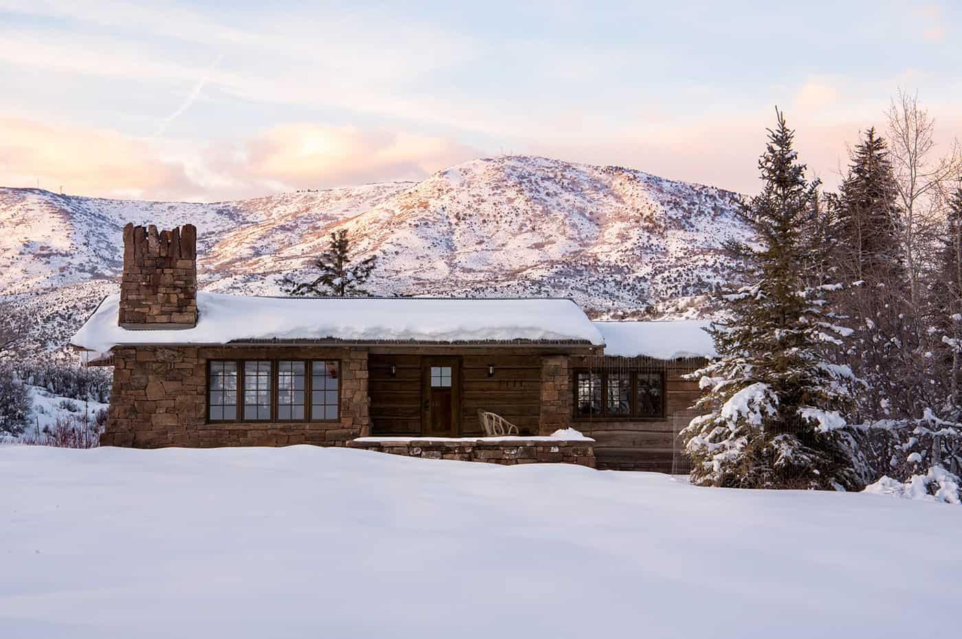 mountain-ranch-house-exterior