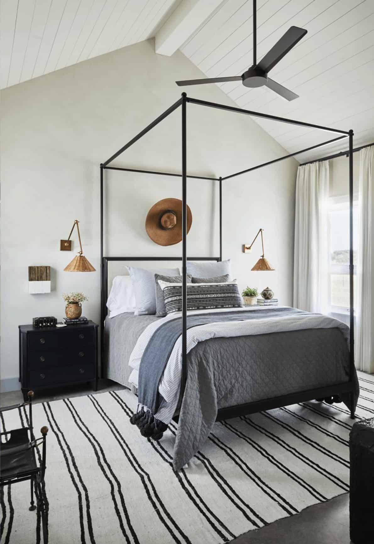 farmhouse-guest-bedroom