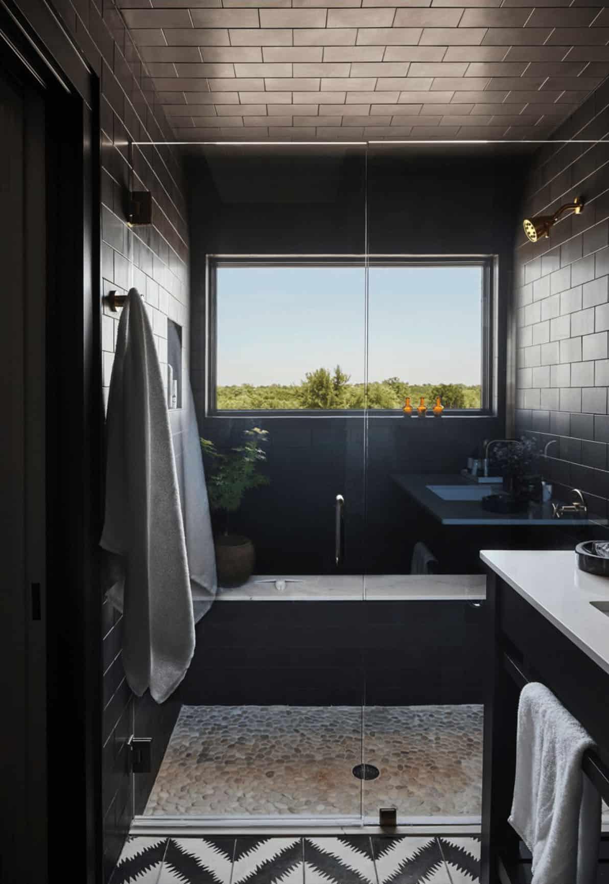 farmhouse-guest-bathroom