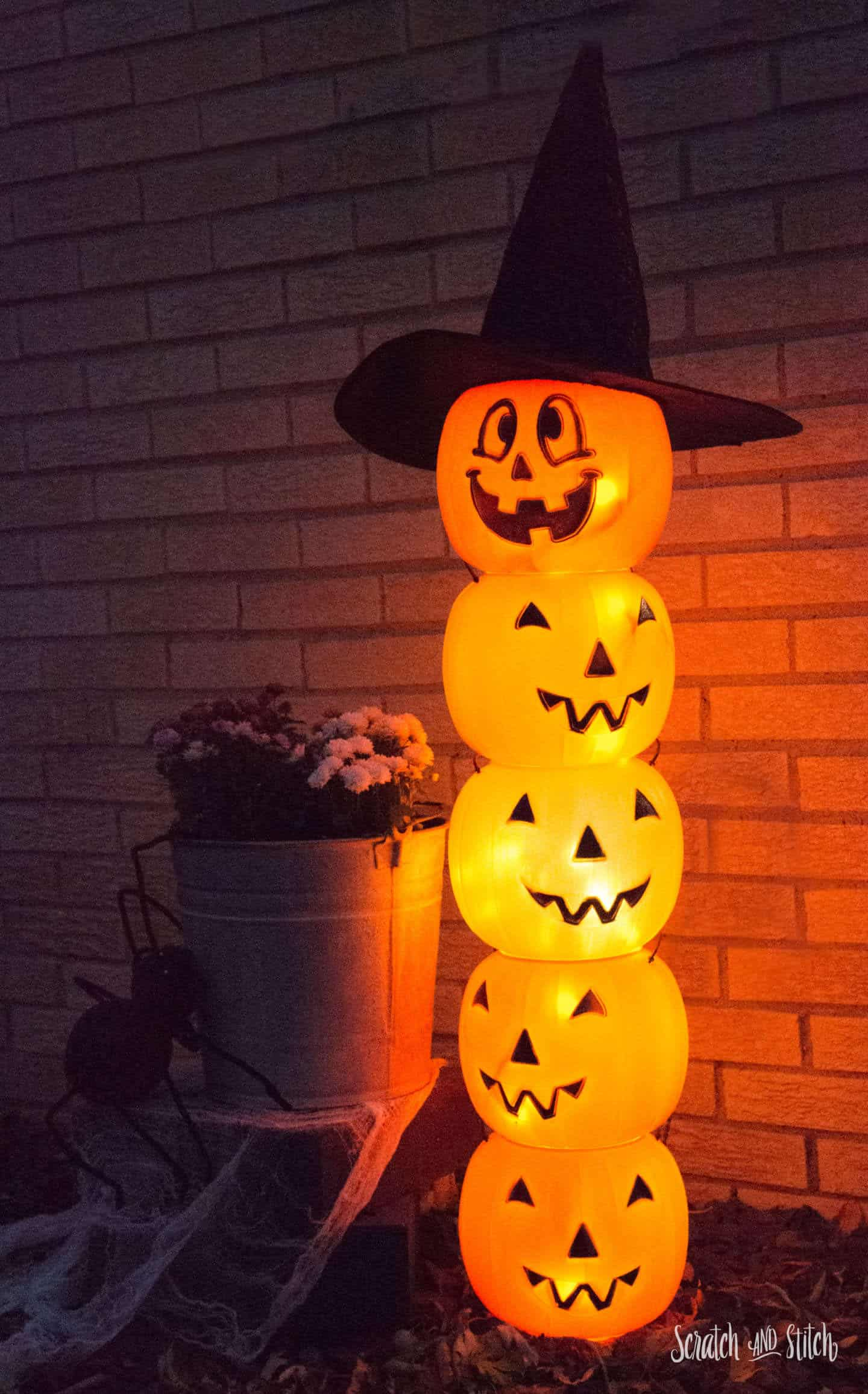 lighted-pumpkin-topiary