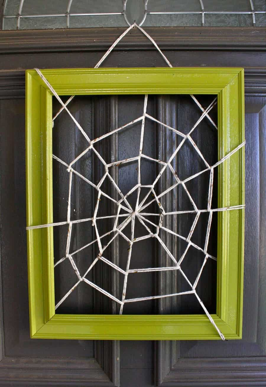 spider-web-picture-frame-door-wreath