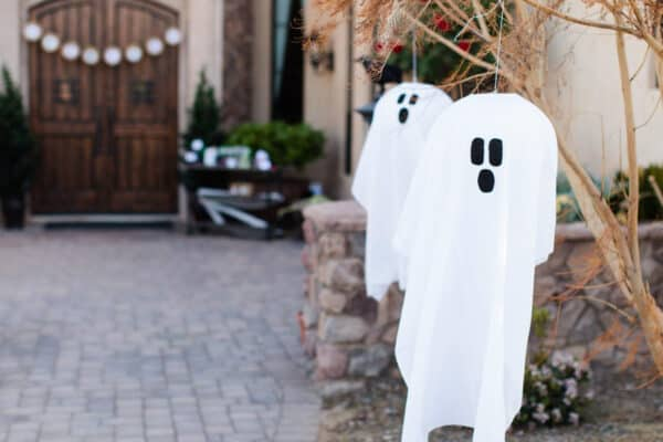 featured posts image for 23 Spooky Outdoor Halloween Decor Ideas Using Dollar Store Hacks