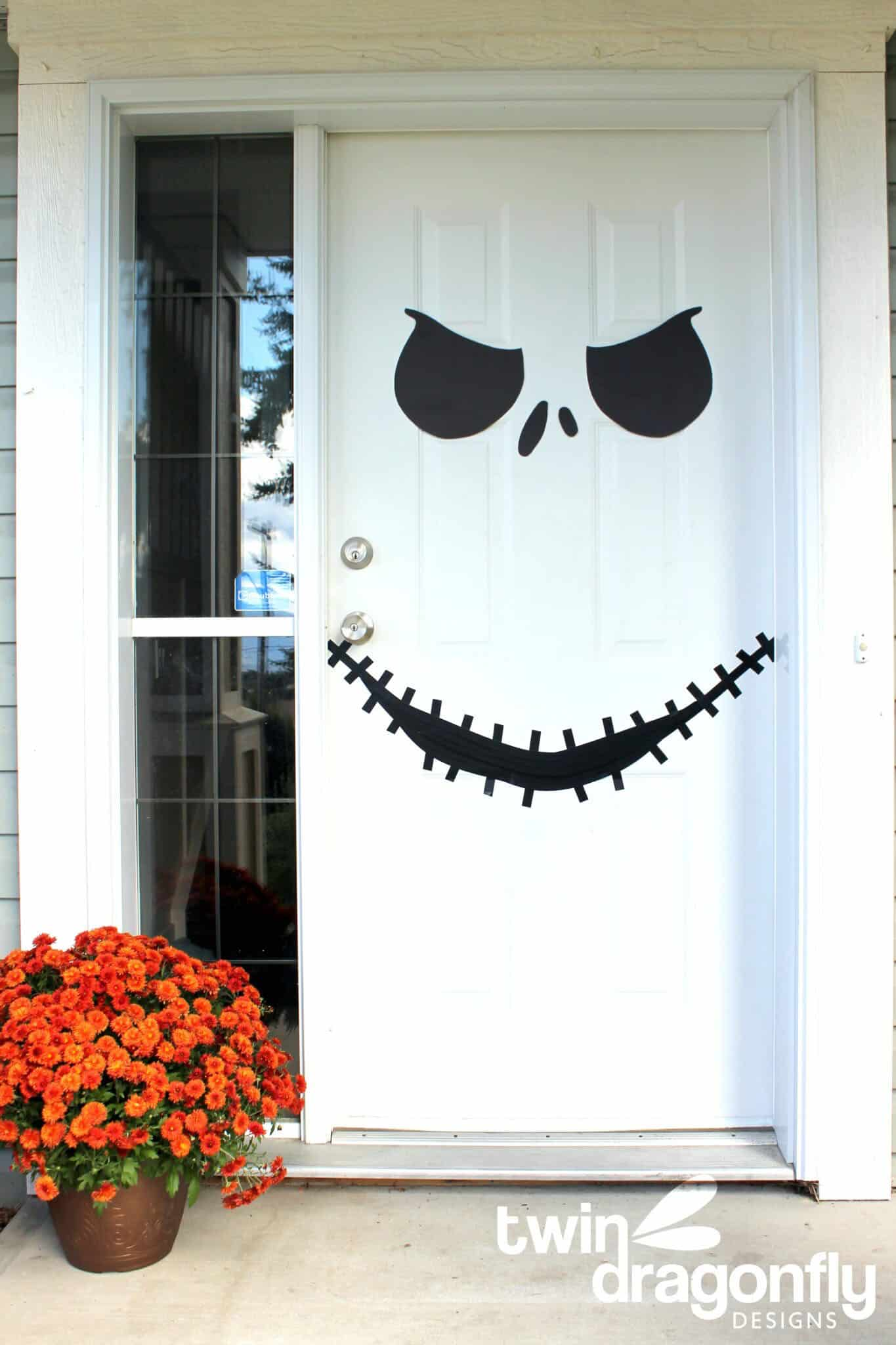 scary-door-smiling-face