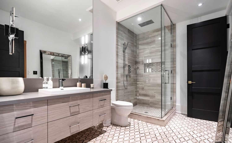 striking-modern-basement-bathroom