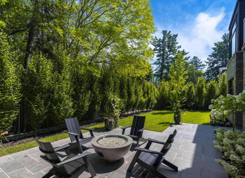 striking-modern-home-exterior-patio