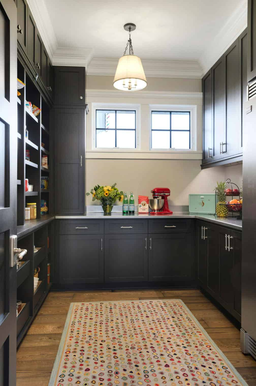 farmhouse-traditional-pantry