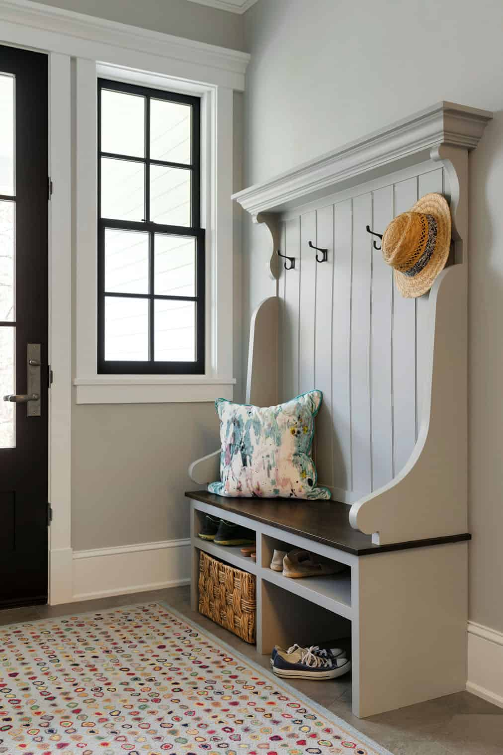 farmhouse-traditional-mudroom-entry