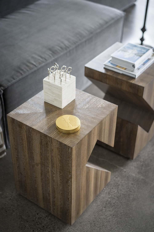 modern-family-room-coffee-table