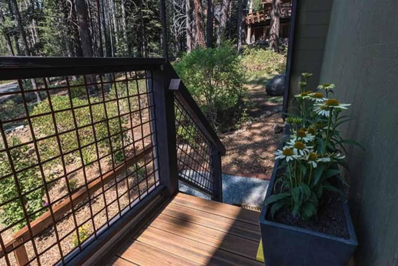 gambrel-cabin-deck