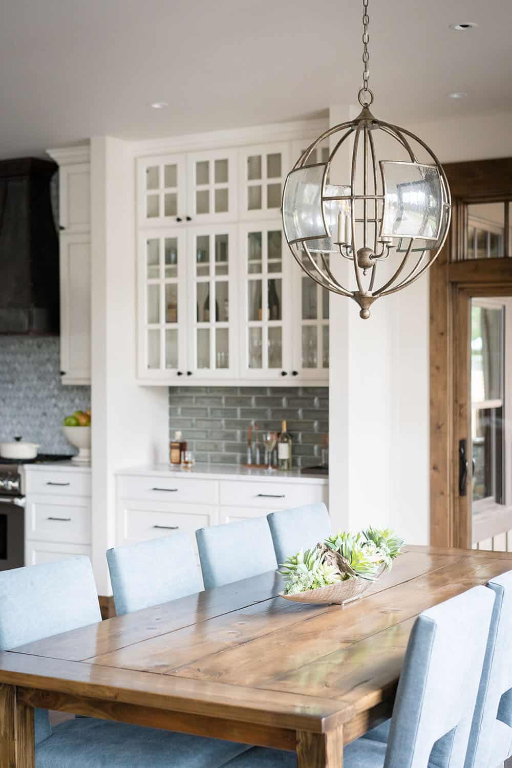 lodge-style-dining-room