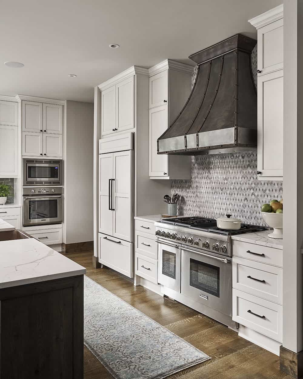 lodge-style-wine-country-home-kitchen