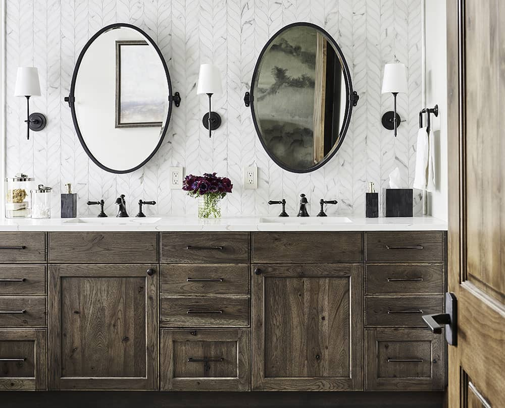 lodge-style-wine-country-home-bathroom
