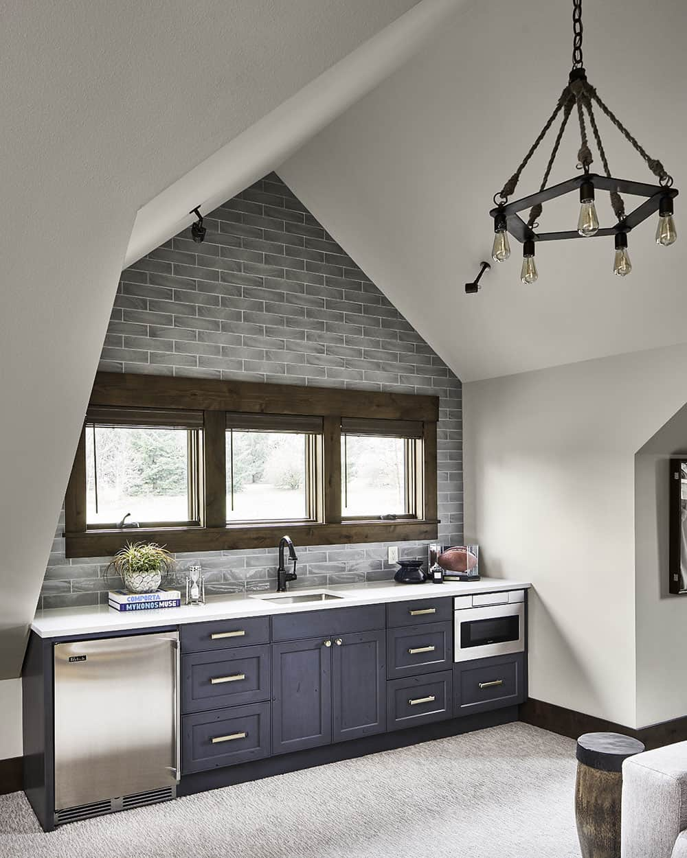 lodge-style-wine-country-home-attic-home-bar