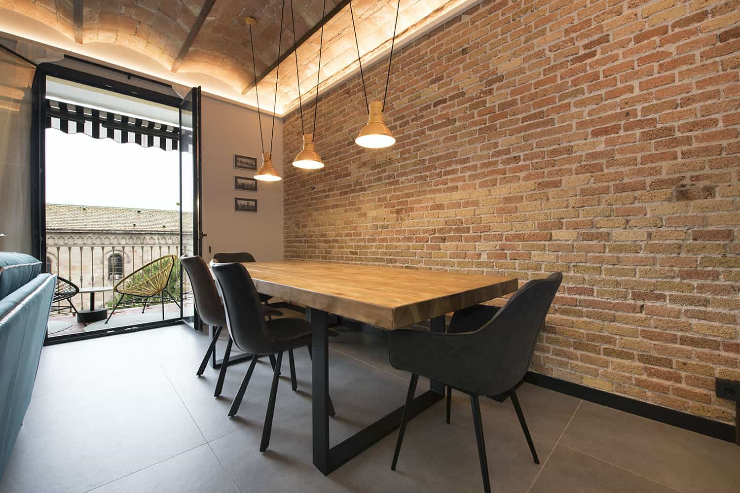 contemporary-industrial-dining-room