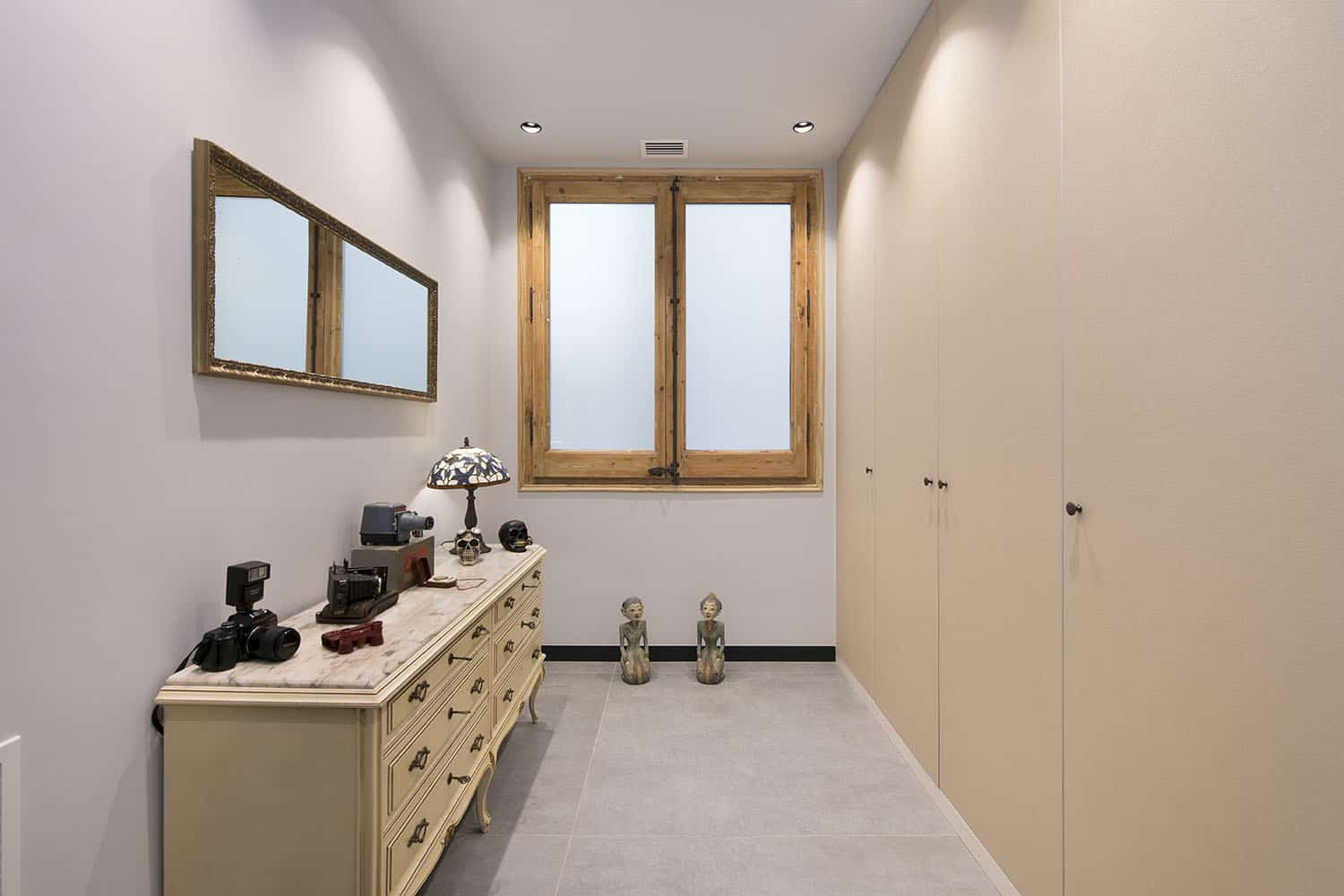 contemporary-industrial-mudroom