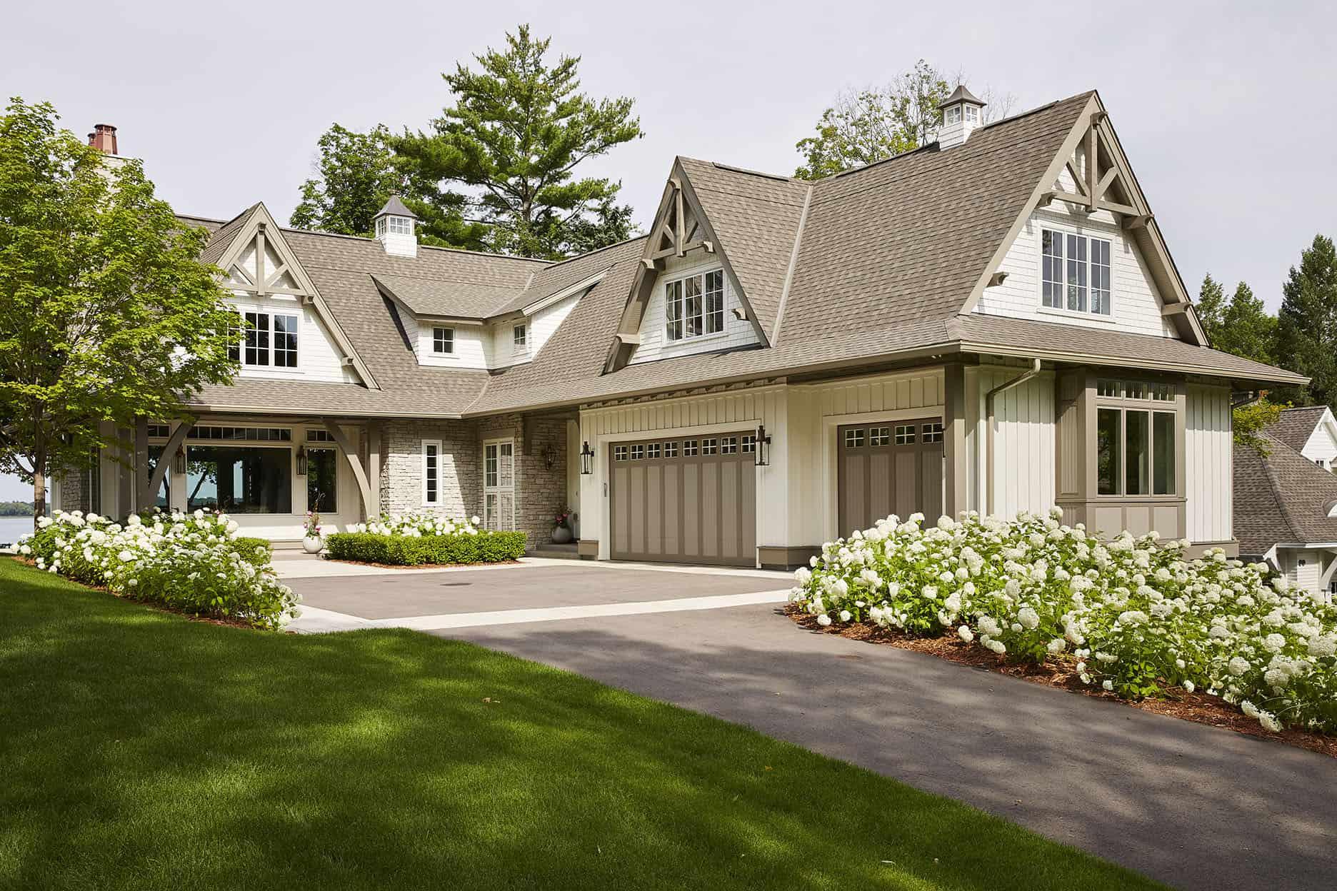 contemporary-lake-house-exterior
