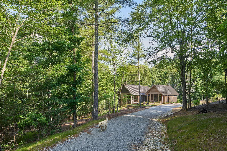 Cabin-Exterior-Driveway
