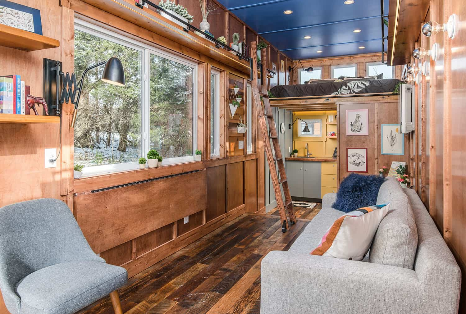 tiny-house-industrial-living-room