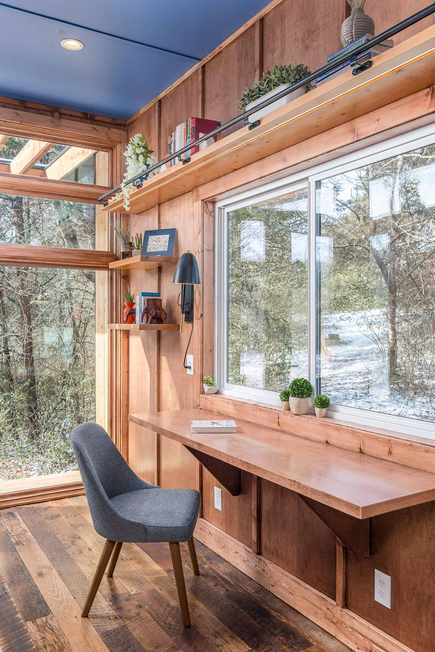 tiny-house-industrial-home-office