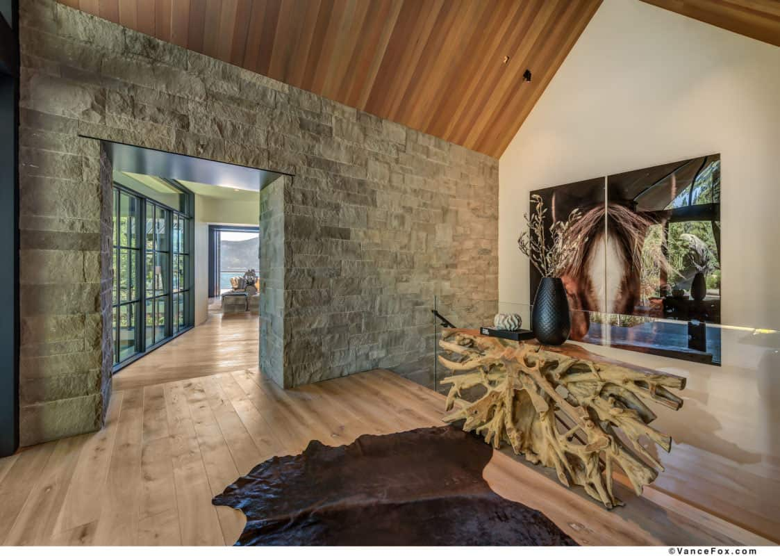 luxury-lakefront-mountain-entry