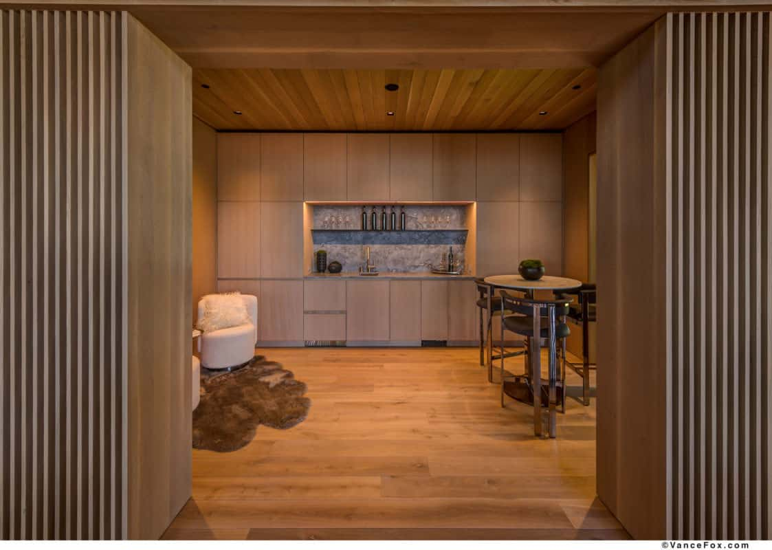 luxury-lakefront-mountain-home-bar