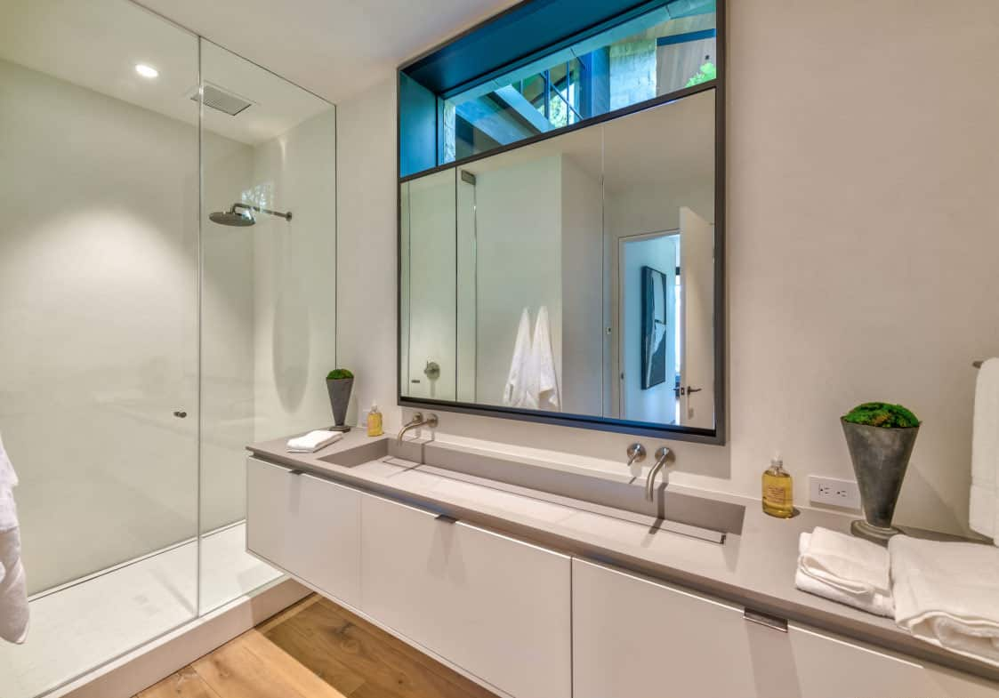 luxury-lakefront-mountain-bathroom