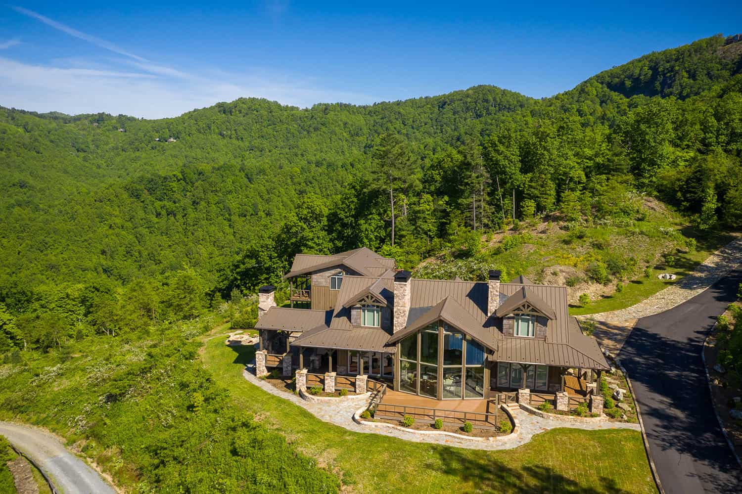 luxury-mountain-home-getaway-rustic-exterior