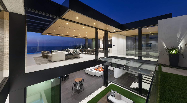modern-beach-house-courtyard