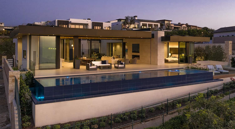 modern-beach-house-swimming-pool
