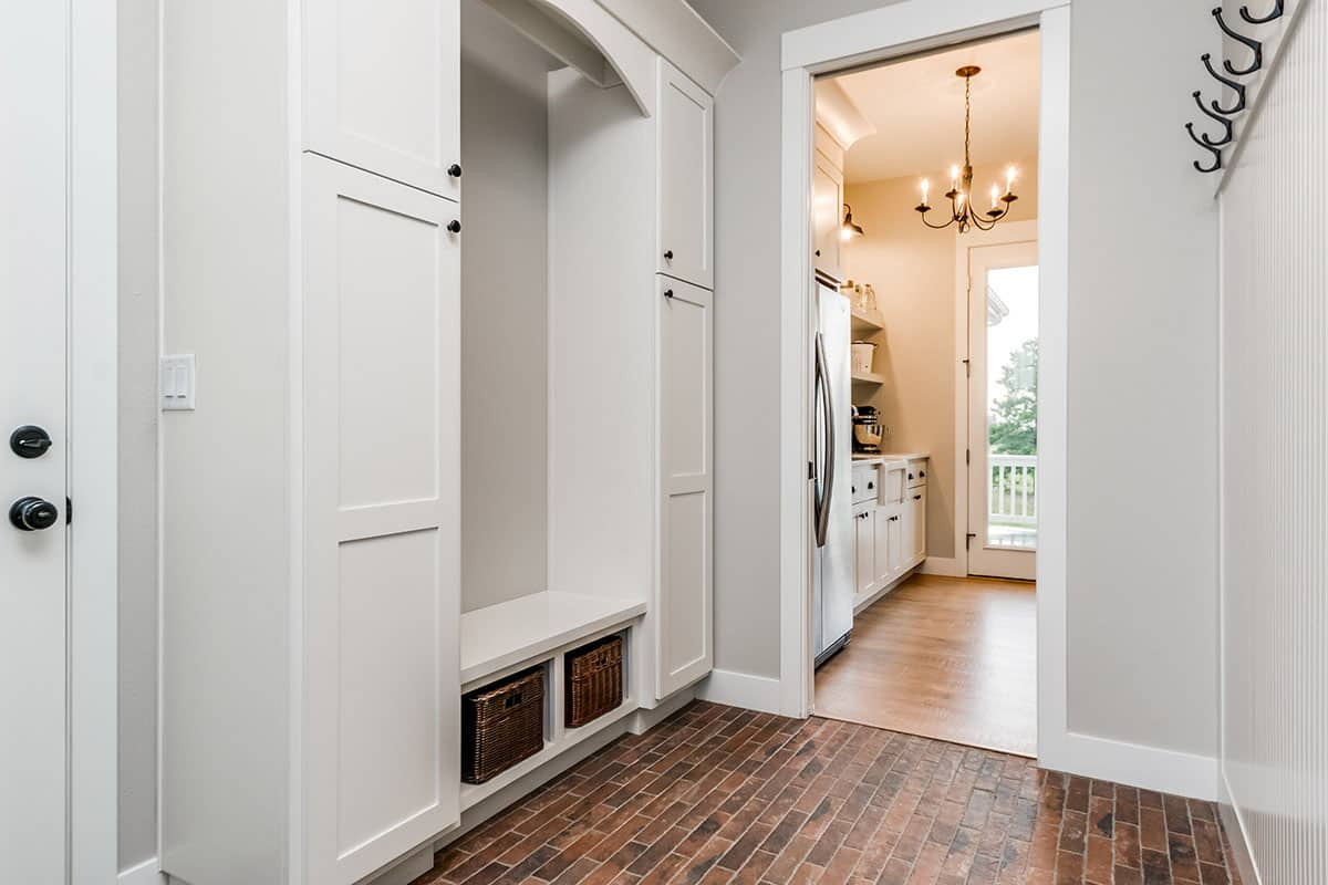 farmhouse-hall-mudroom