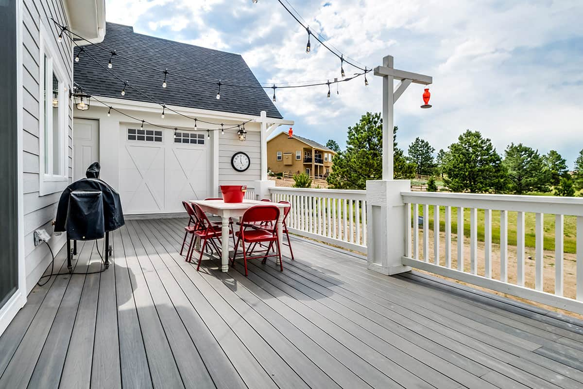 farmhouse-deck
