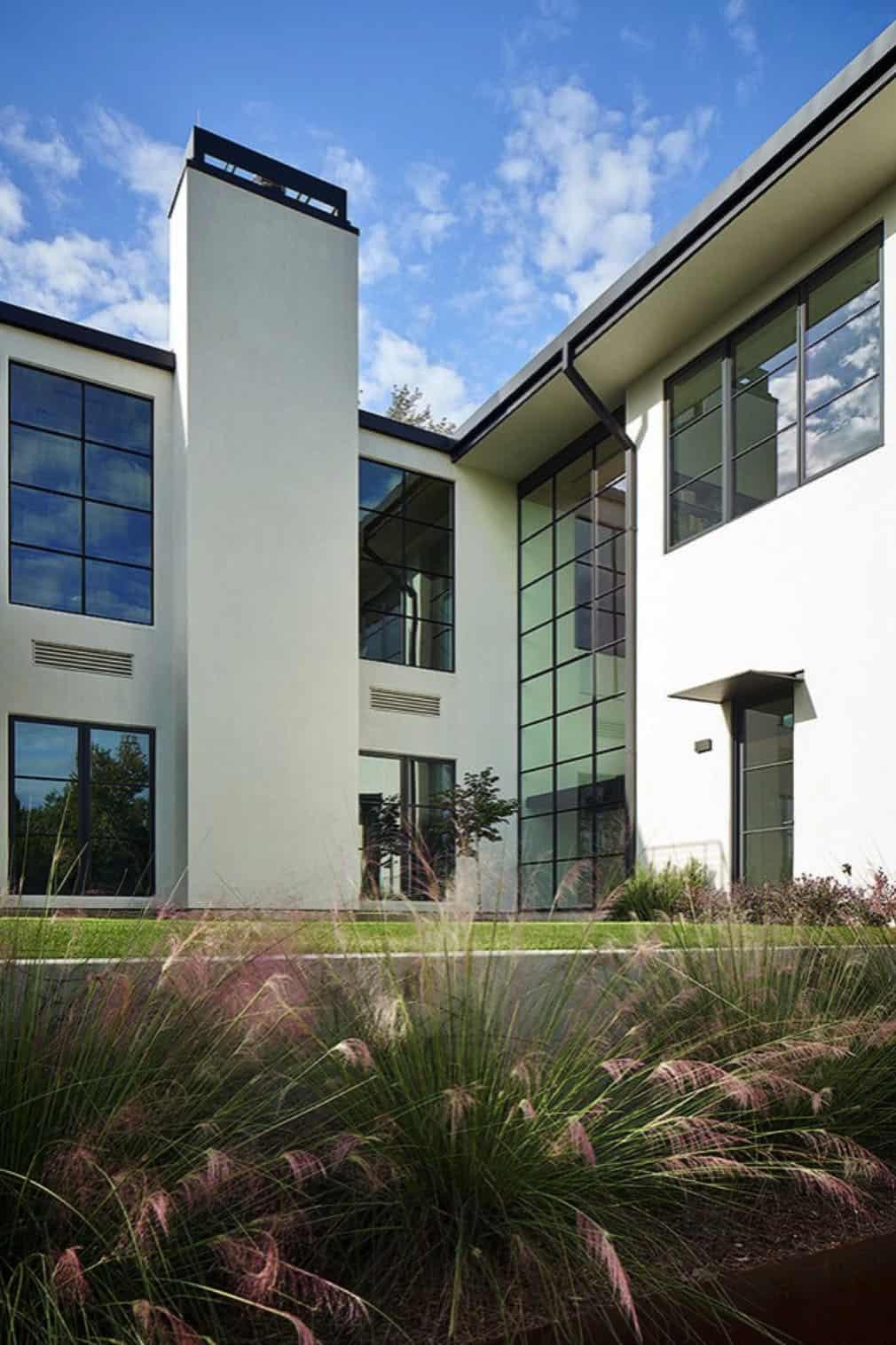 modern-hillside-home-exterior